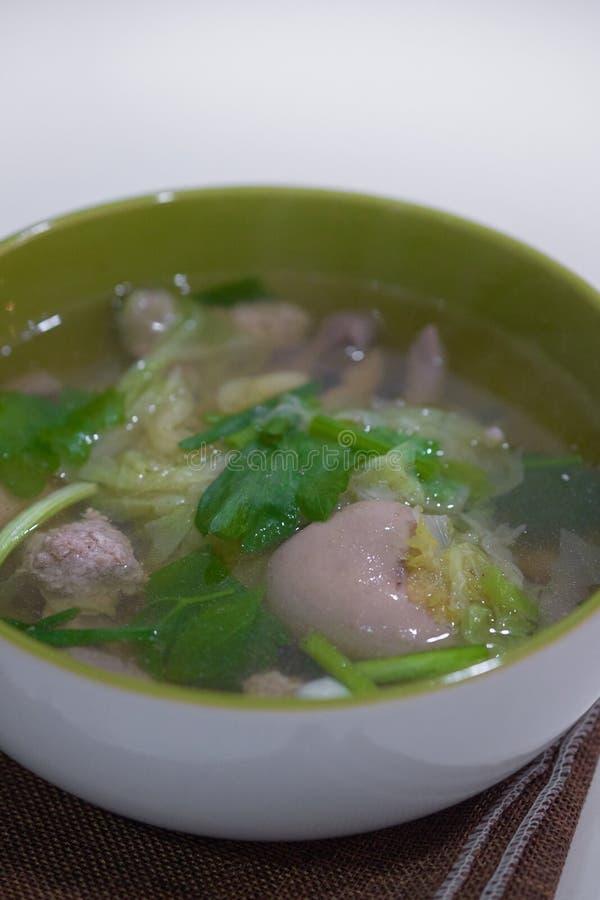Cuisine thaïlandaise et nourriture un bol de laitue chinoise avec du porc haché photographie stock libre de droits