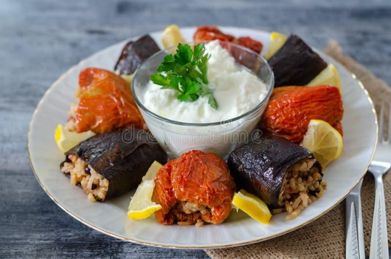Cuisine turque - DOLMA - aubergine sèche bourrée faite maison et photographie stock libre de droits