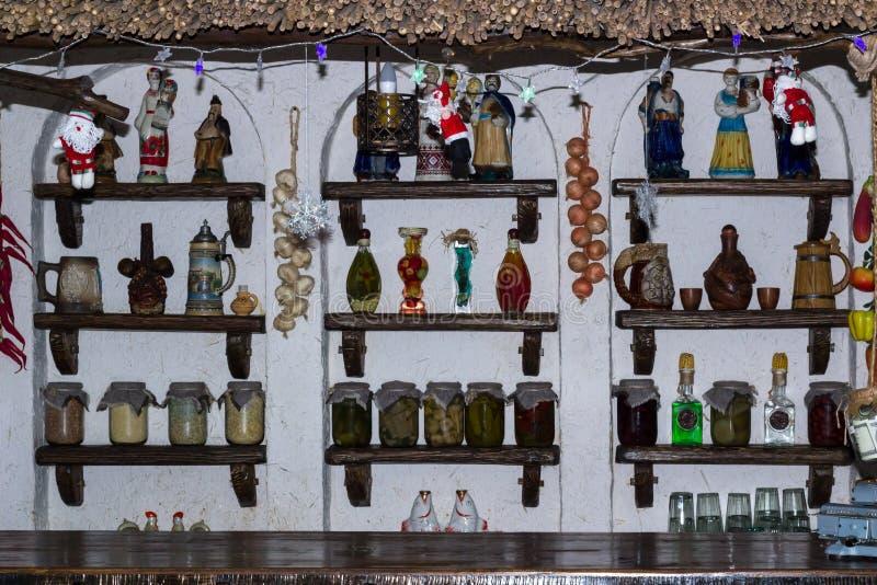 Cuisine ukrainienne de style campagnard avec la décoration intérieure de village image stock