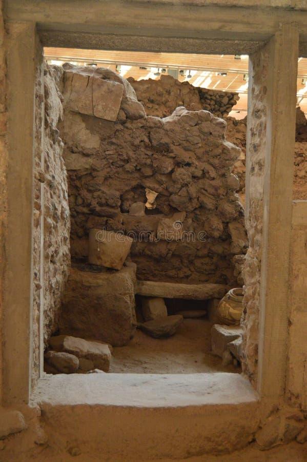 Cuisine vue par une datation de porte de la civilisation de Minoan dans le site archéologique d'Acrotiri Archéologie, histoire, T photographie stock