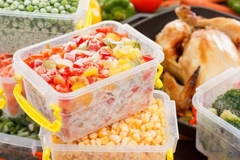 Cuisinier de légumes d'aliments surgelés photos libres de droits