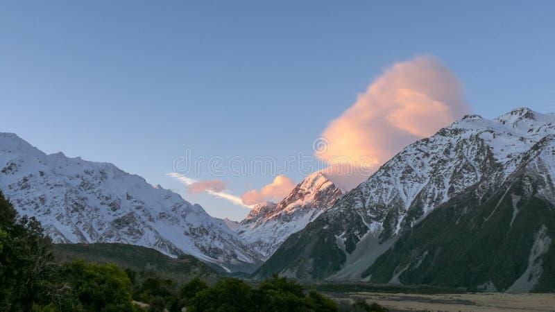 Cuisinier de Mt au coucher du soleil de l'ermitage dans le nz photos libres de droits