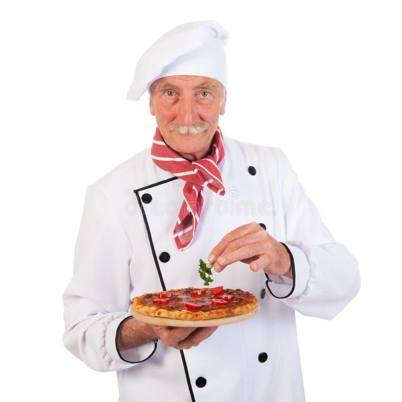 Cuisinier italien avec la pizza photographie stock