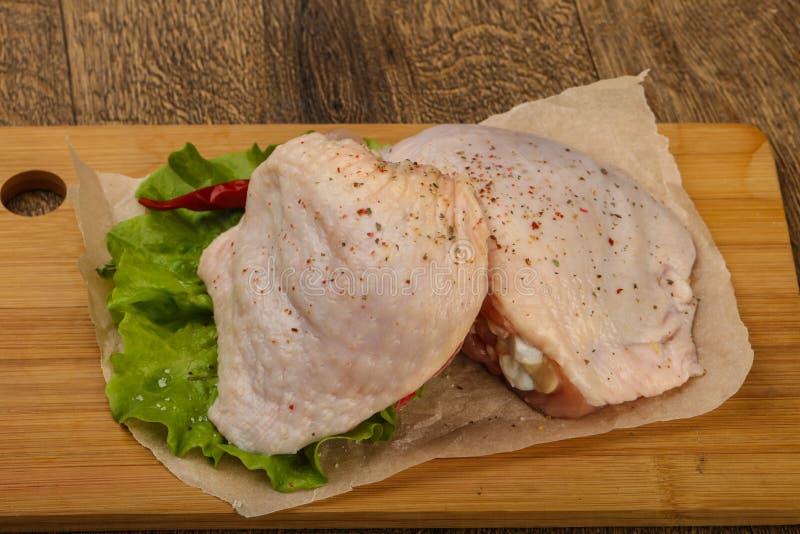 Cuisse crue de poulet image libre de droits