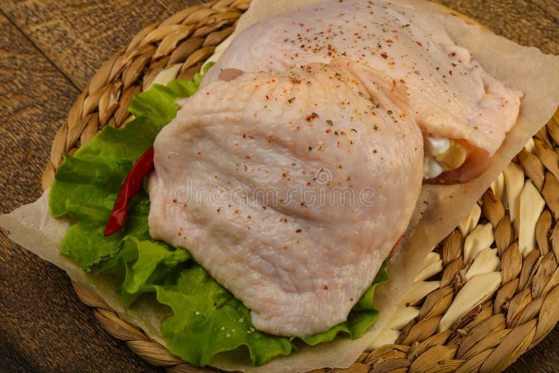 Cuisse crue de poulet image stock