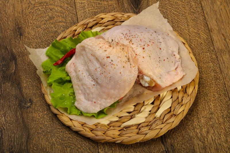 Cuisse crue de poulet photographie stock libre de droits