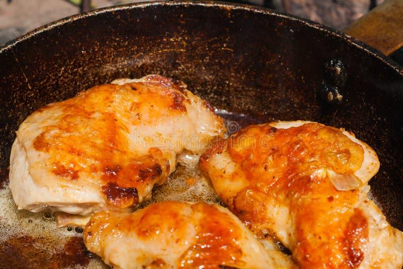 Download Cuisses Grillées De Poulet Viande Frite Savoureuse Image stock - Image du pétrole, organique: 77157423