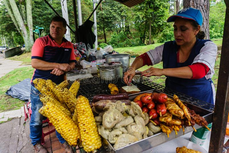 Cuisson colombienne de femme photo stock