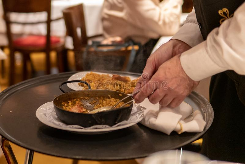 Cuisson de la Paella espagnole image libre de droits