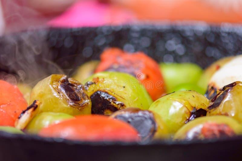 Cuisson de la sauce verte mexicaine, verde de Salsa, configuration plate photo stock