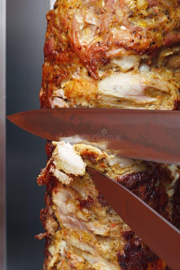 Cuisson de la viande pour le shawarma photos stock