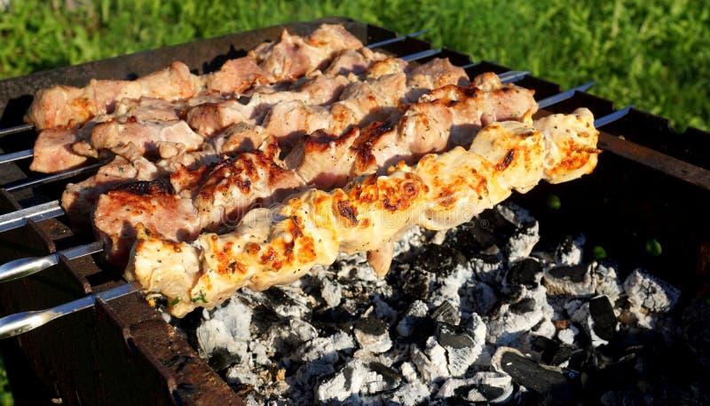 Download Cuisson De La Viande Sur Le Gril Image stock - Image du fumée, poulet: 76087199