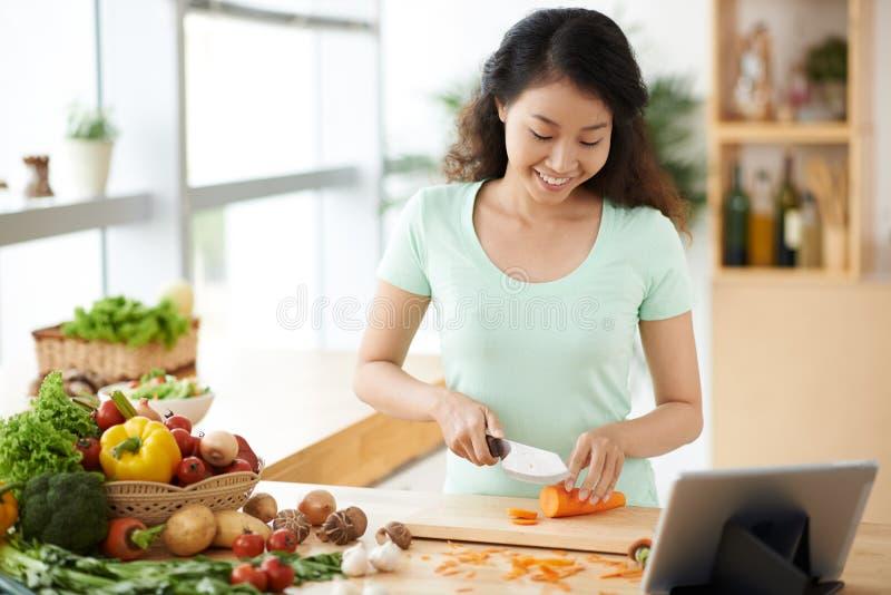 Cuisson du dîner image stock