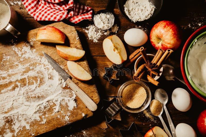 Cuisson du procédé de boulangerie d'en haut image stock