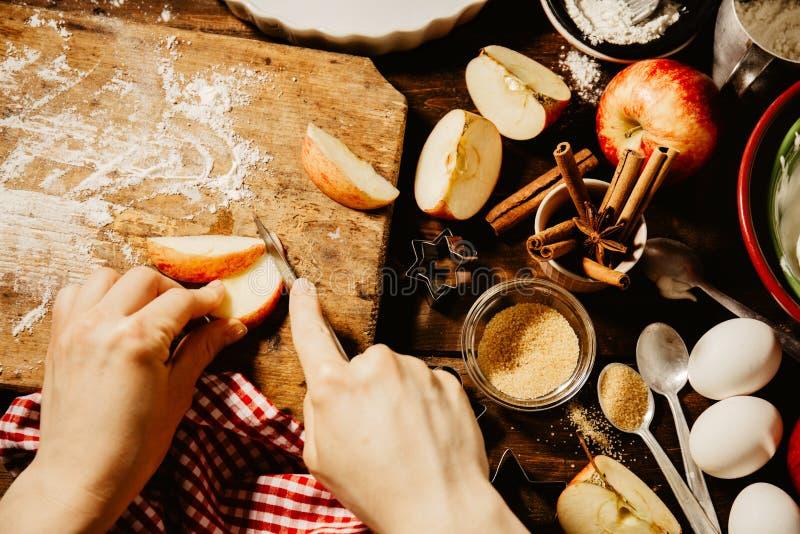 Cuisson du procédé de boulangerie d'en haut photographie stock libre de droits