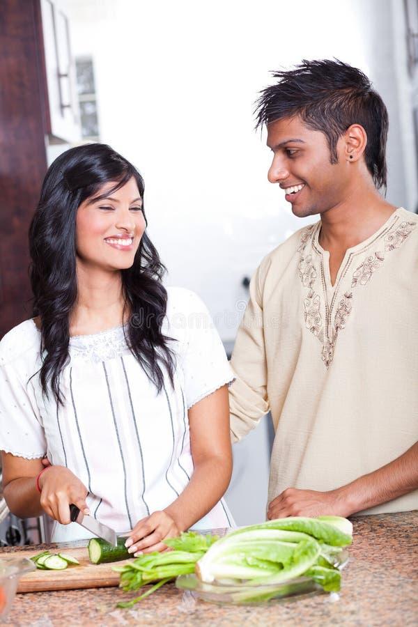 Cuisson indienne de couples photo libre de droits