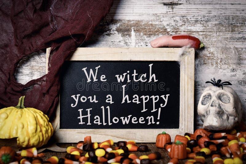 Cukierki i tekst My czarownica ty szczęśliwy Halloween zdjęcia royalty free