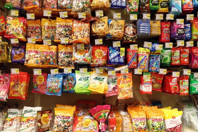 Cukierki przy supermarketem