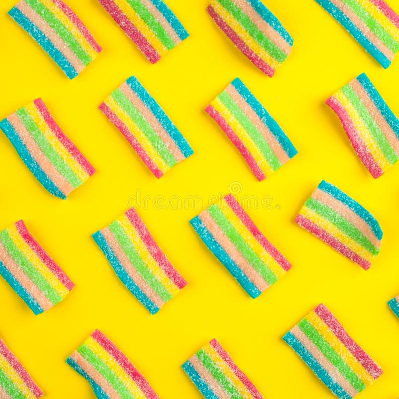 cukierki z galarety i cukieru wzorem kolorowy szyk różni childs cukierki, fundy i Jaskrawy partyjny tło fotografia royalty free