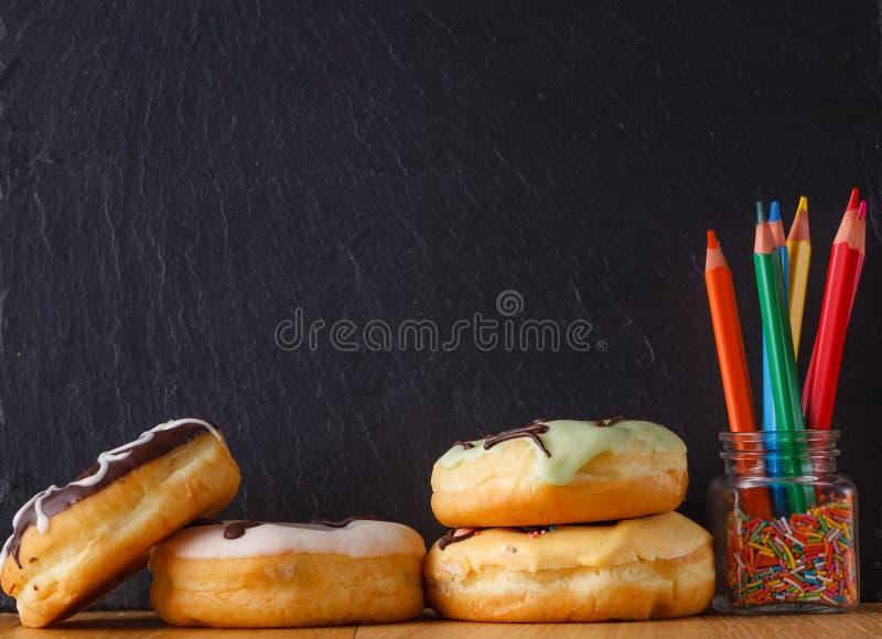 Cukierki z teksta miejscem na łupku fotografia stock