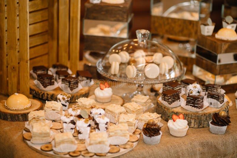 Cukierku bar Wyśmienicie słodki bufet z babeczkami zdjęcie stock
