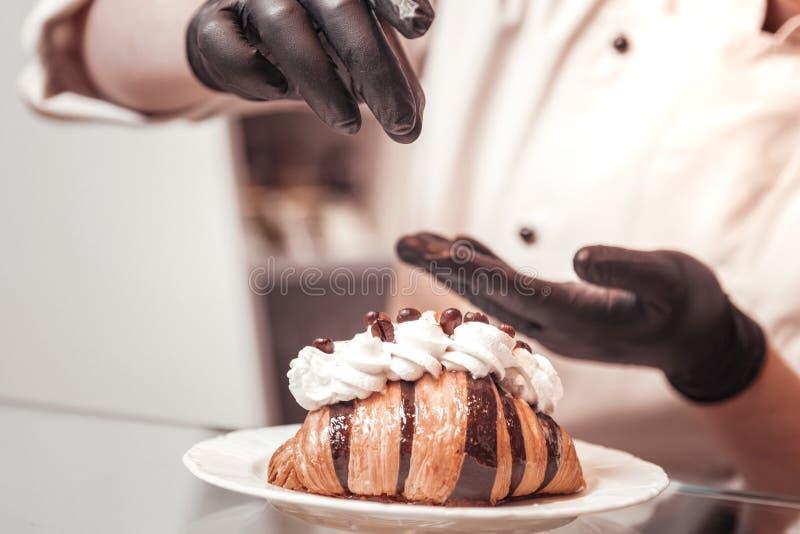Cukierniczy sumujący dodatek wyszczególnia robić croissant wyśmienicie i piękny zdjęcie stock