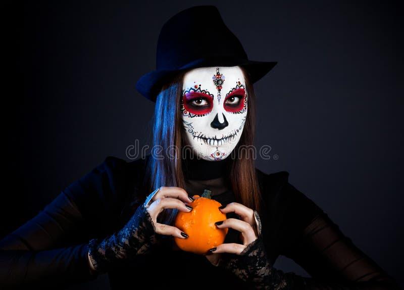 Cukrowa czaszki dziewczyna z banią zdjęcia stock