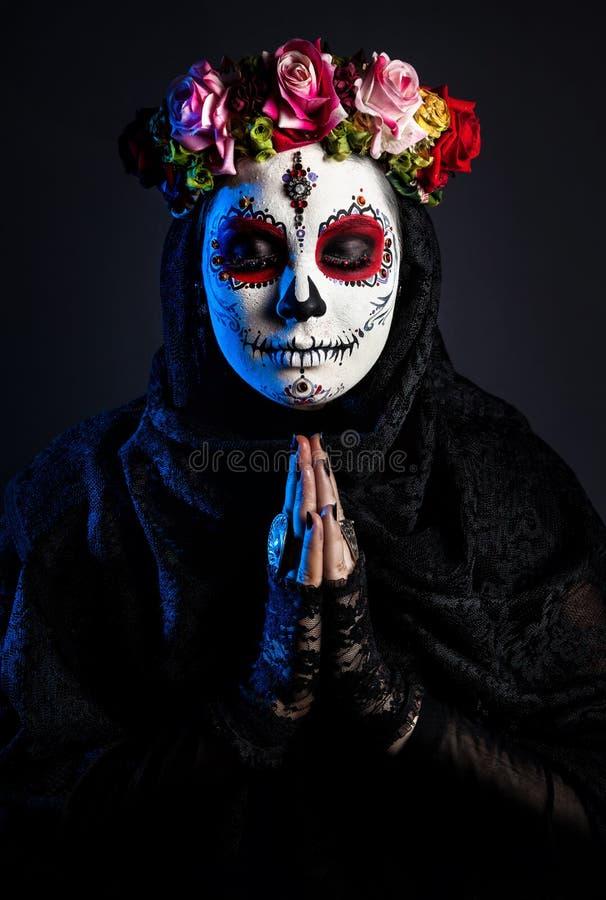 Cukrowa czaszki dziewczyna z kwiatami zdjęcia royalty free