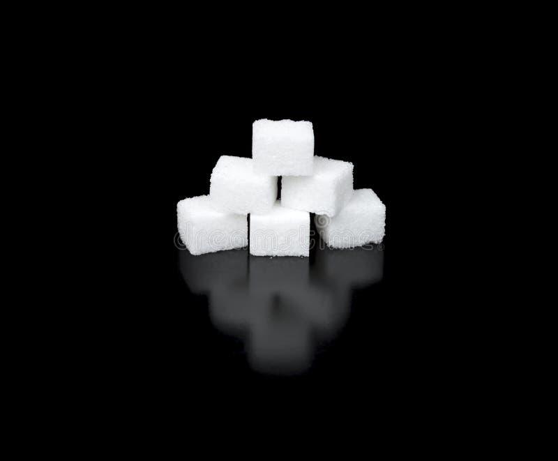 Download Cukrowi Sześciany W Ostrosłupie Obraz Stock - Obraz złożonej z jedzenie, odbicie: 57667317