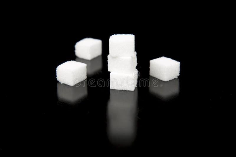 Download Cukrowi Sześciany Z Czarnym Tłem Obraz Stock - Obraz złożonej z cukier, spread: 57667323