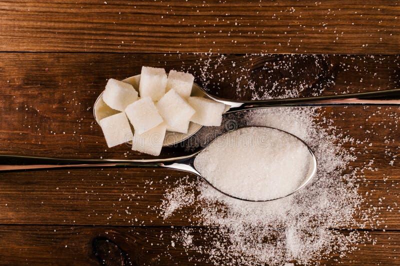 Cukrzyce Mnóstwo cukrowi sześciany w łyżce Odgórny widok fotografia royalty free