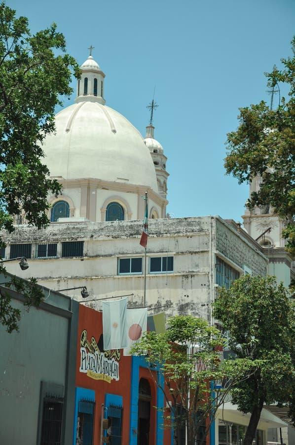 07/07/2018, Culiacan, Sinaloa, México: A catedral da capital de Culiacan, de Sinaloas e do cubo infame e da casa da droga ao guzm imagem de stock