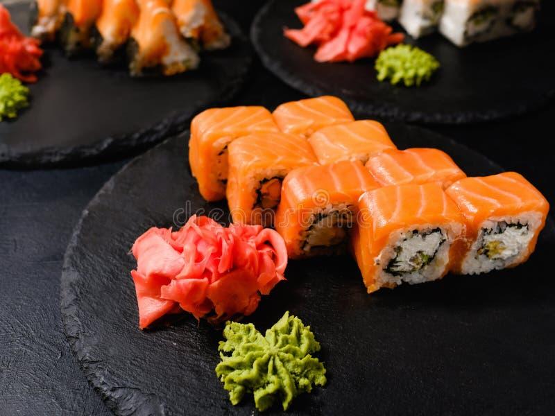 Culinária do japonês dos rolos de sushi de Philadelphfia imagens de stock