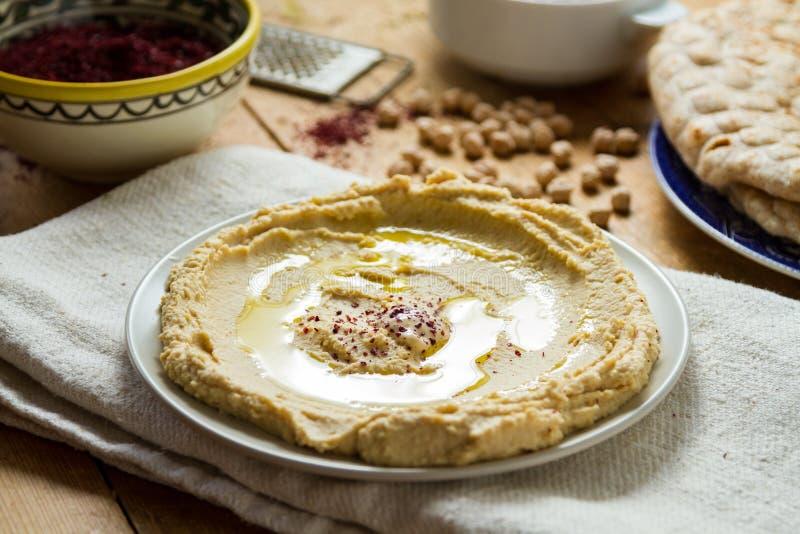Culinária do Oriente Médio: feito recentemente hummous fotos de stock royalty free