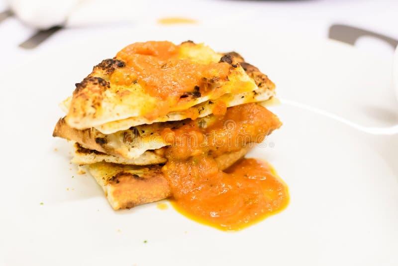 Culinária italiana - lasanha Bolonhês fotografia de stock