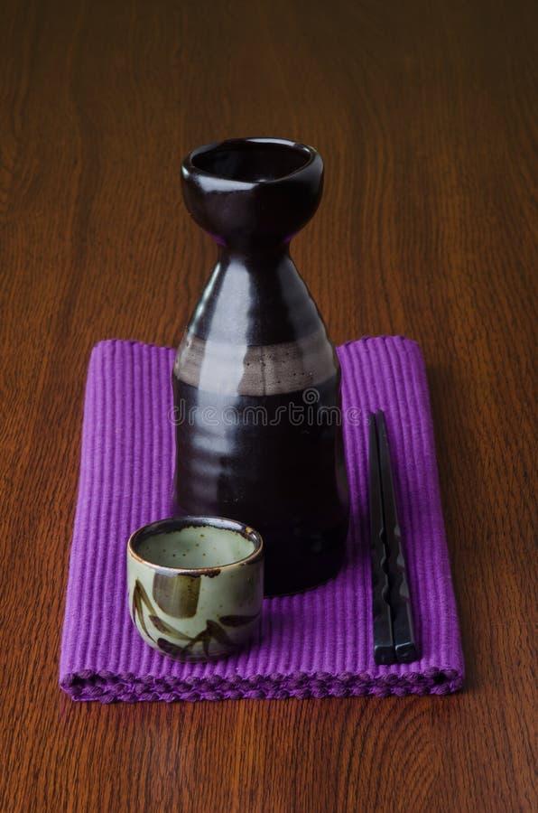 Culinária japonesa causa no fundo imagem de stock royalty free