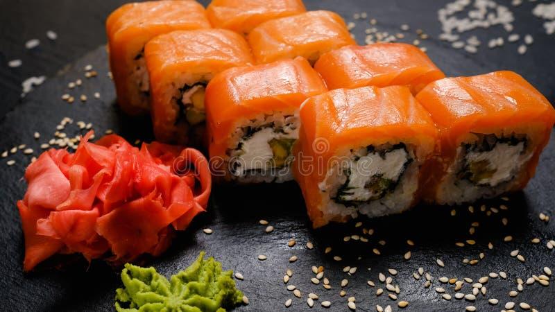 Culinária japonesa nacional dos rolos de sushi de Philadelphfia foto de stock