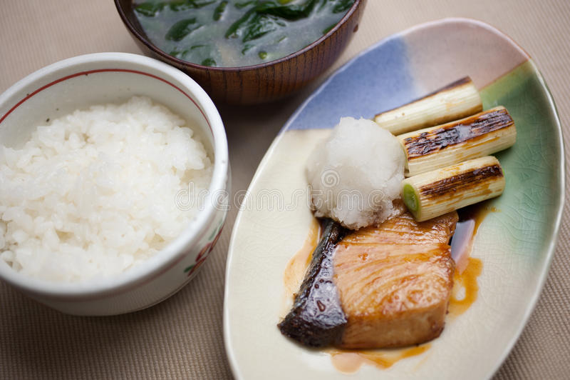 Culinária japonesa Nizakana (karei nenhum nitsuke) foto de stock royalty free