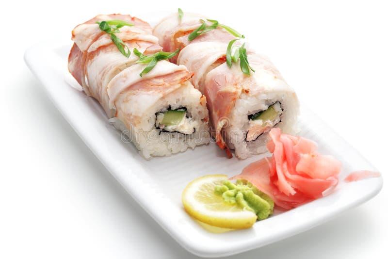 Culinária japonesa - Rolls na carne fotos de stock