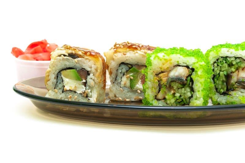 Culinária japonesa: rolos com enguia fumado, pepino, salmões e avoirdupois fotografia de stock royalty free