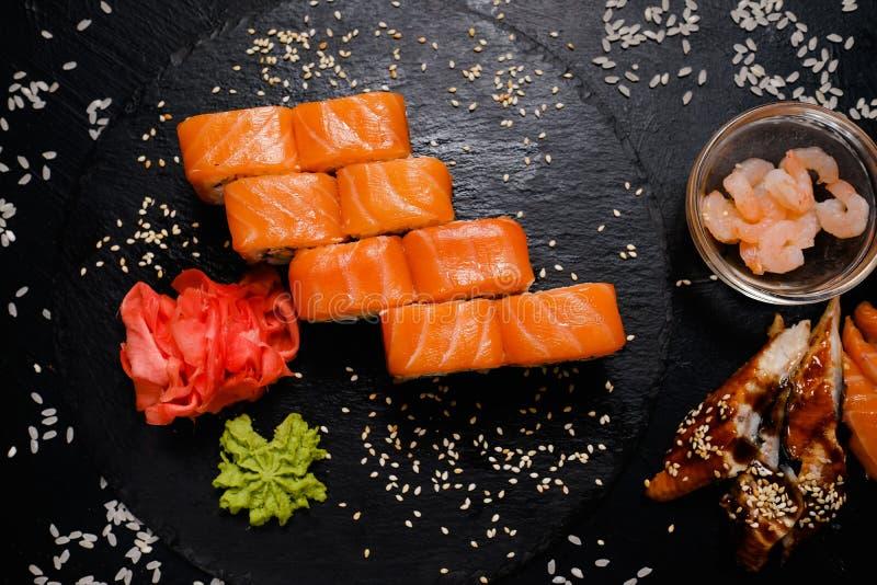 Culinária japonesa tradicional dos rolos de sushi de Philadelphfia fotografia de stock