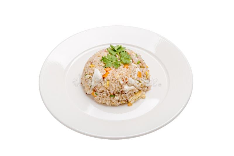 Culinária tailandesa saboroso, serviço bonito do arroz fritado de carne de caranguejo no wh imagens de stock royalty free