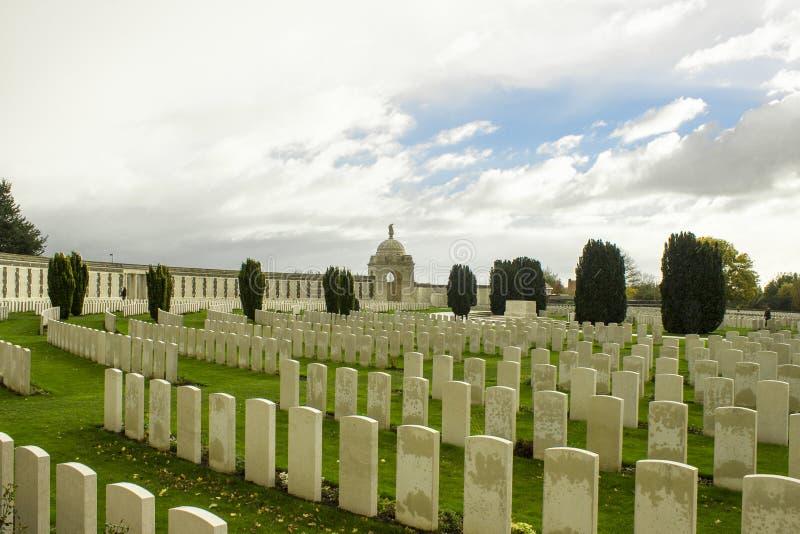 Culla di tyne del cimitero di guerra mondiale una nei ypres del Belgio Fiandre fotografia stock