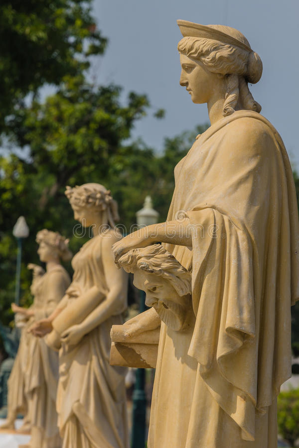 Culpture de la mujer en el palacio Ayutthaya de Bangpain en Tailandia imagenes de archivo