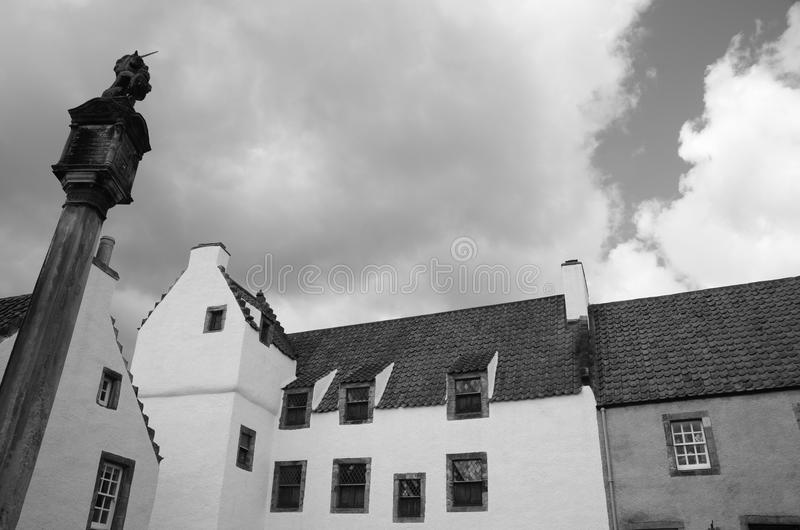 Culross Architecture. A view of buildings and the mercat cross in the medieval Royal burgh of Culross royalty free stock photos