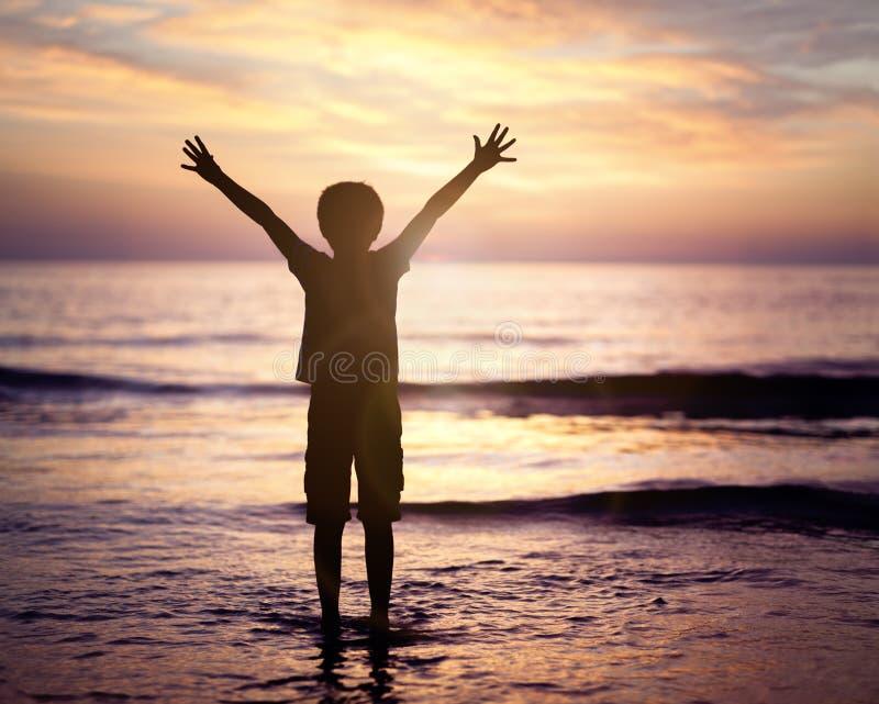 Culte et éloge par la mer photos libres de droits