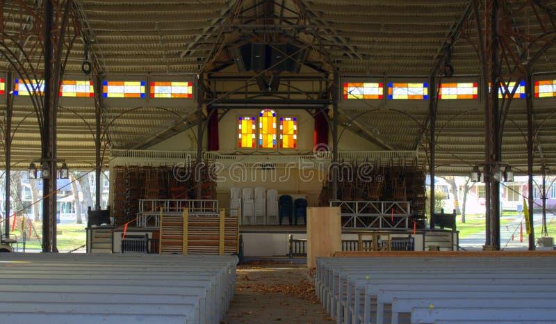 Culte extérieur à une église extérieure sur le vignoble du ` s de Martha photographie stock libre de droits