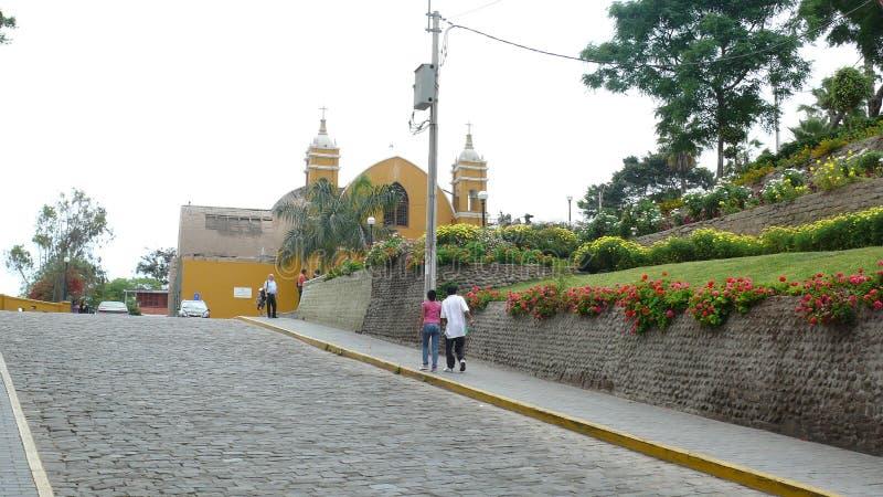 Cultiva un huerto y una iglesia en el distrito de Barranco de Lima fotos de archivo libres de regalías