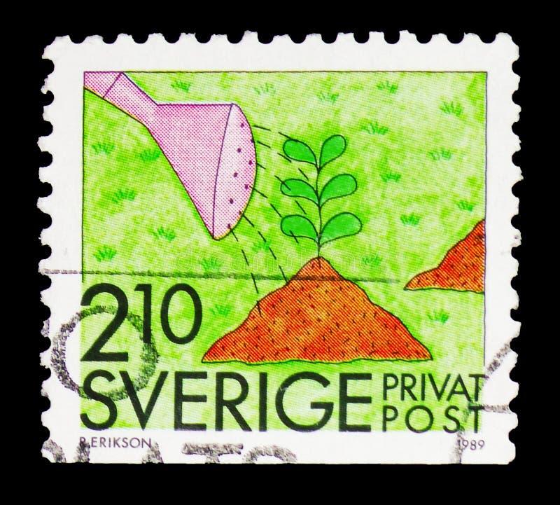 Cultivando un huerto, sellos de la rebaja - serie de las actividades del verano, circa 1989 foto de archivo libre de regalías