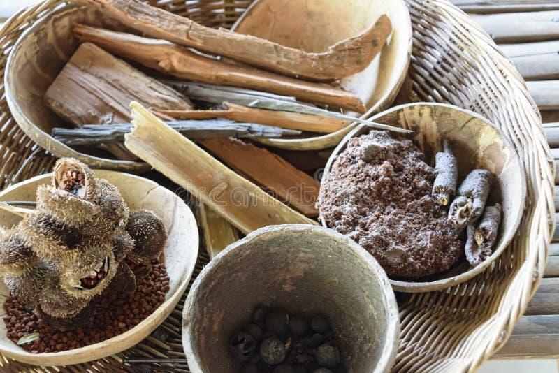 Cultivo de seda natural e fabricação handcrafted do artifac de seda imagem de stock